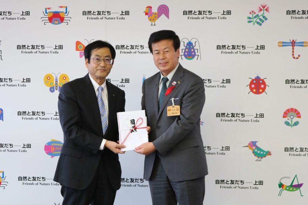 写真左:石原社長 写真右:上田市 母袋市長様